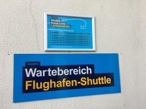 Flughafen-Shuttle Schild