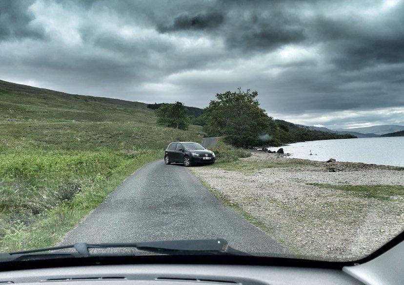 parking at Loch Arkaig ©nme Abenteuer Highlands Sind sie die Friedhofsfrau
