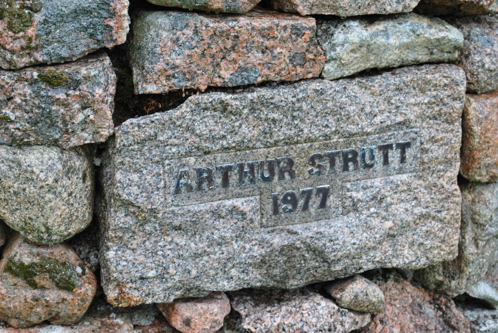 Arthur Strutt Gedenkstein @nme Nellie Merthe Erkenbach Abenteuer Highlands